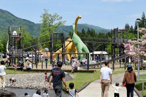 ティラノサウルス広場